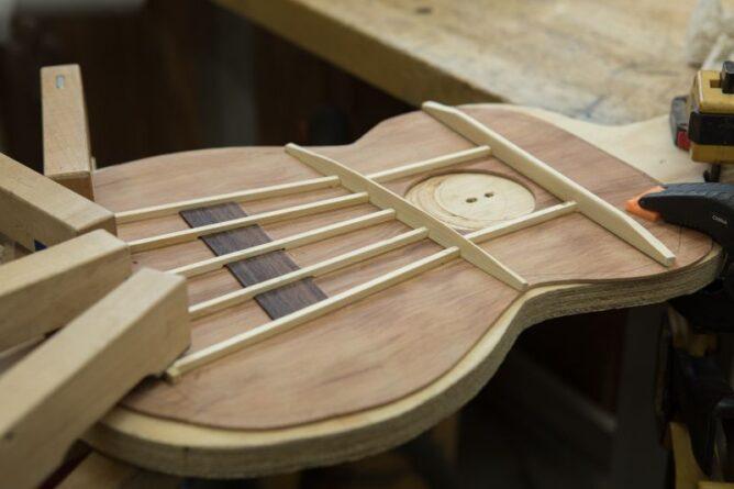 construction ukulele